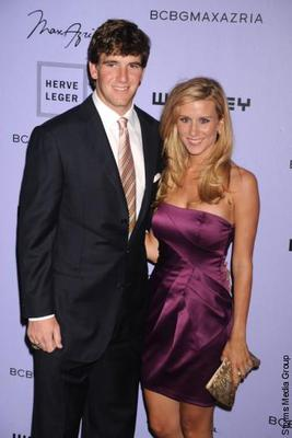 Click image for larger version  Name:eli-manning-wife.jpg Views:111 Size:15.8 KB ID:47034
