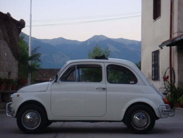 Click image for larger version  Name:fiat 500 in italy.jpg Views:168 Size:45.0 KB ID:17257