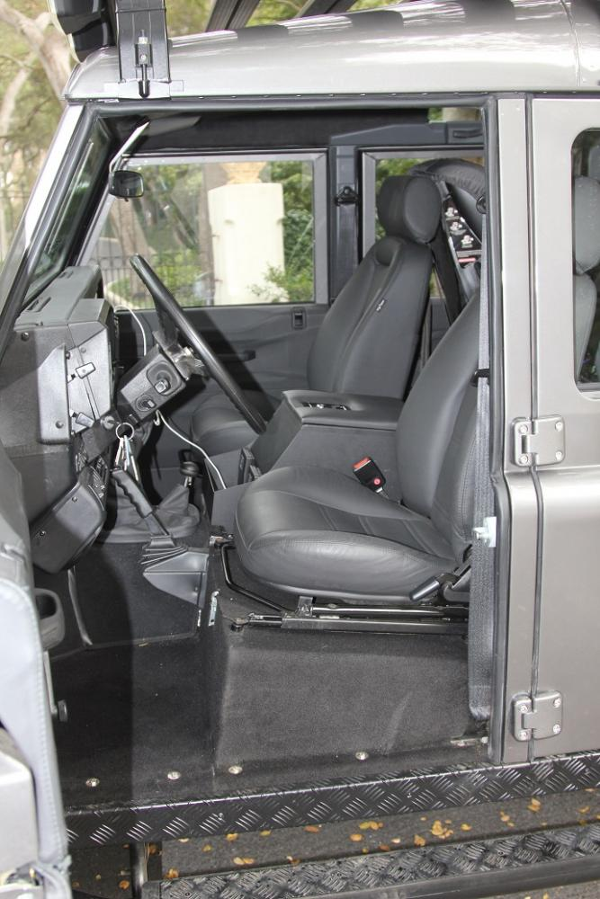 Click image for larger version  Name:Interior - Front Row.jpg Views:881 Size:97.4 KB ID:90246