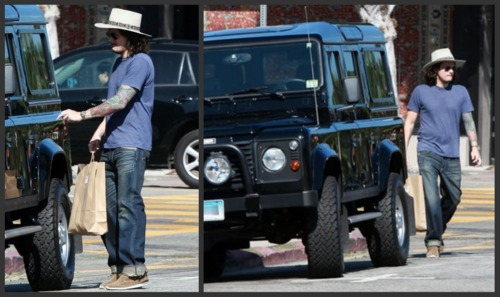 Click image for larger version  Name:j.ohn_.west_.hollywood.08-18-11-1.jpg Views:287 Size:49.8 KB ID:41327
