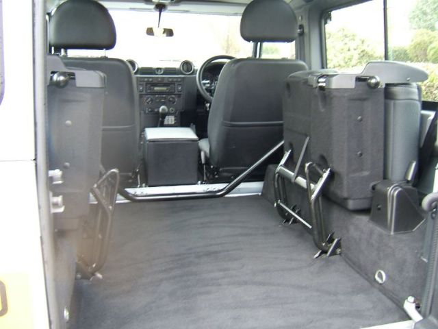 Click image for larger version  Name:land-rover-defender-4x4-petrol_5214188.jpg Views:47 Size:39.7 KB ID:55347