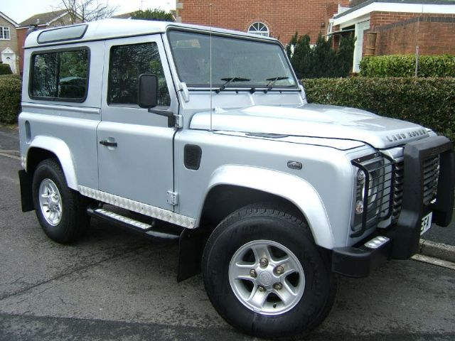 Click image for larger version  Name:land-rover-defender-4x4-petrol_5214189.jpg Views:47 Size:65.1 KB ID:55343