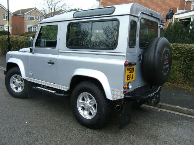 Click image for larger version  Name:land-rover-defender-4x4-petrol_5214190.jpg Views:43 Size:64.0 KB ID:55344
