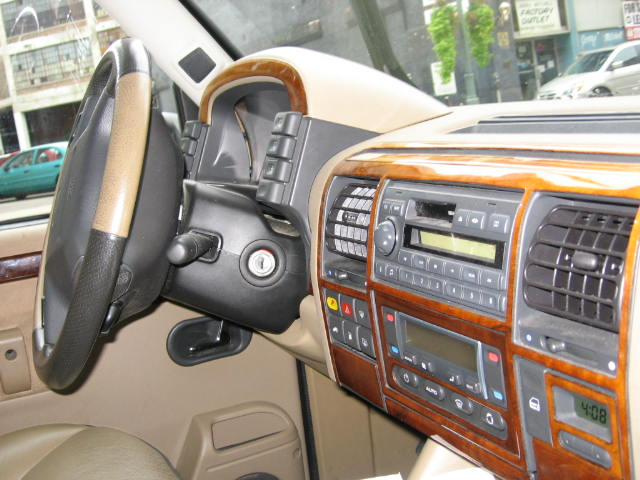 Click image for larger version  Name:Land Rover Interior Pictures 001.jpg Views:151 Size:68.7 KB ID:3936