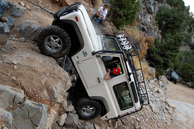 Click image for larger version  Name:Land_Rover_Defender_90_Rattlesnack_Offroad_Utah_Rock_Ledge.jpg Views:134 Size:453.3 KB ID:16117