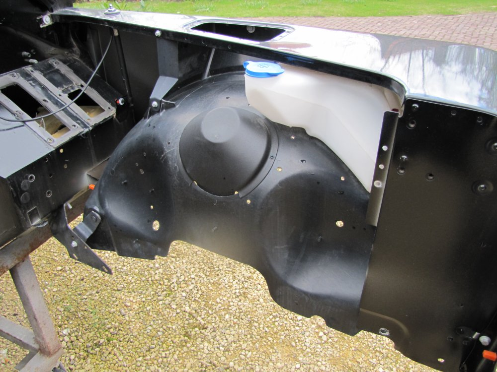Click image for larger version  Name:Landrover Defender 90 Soft Top Body innerwings front.jpg Views:686 Size:147.3 KB ID:71088