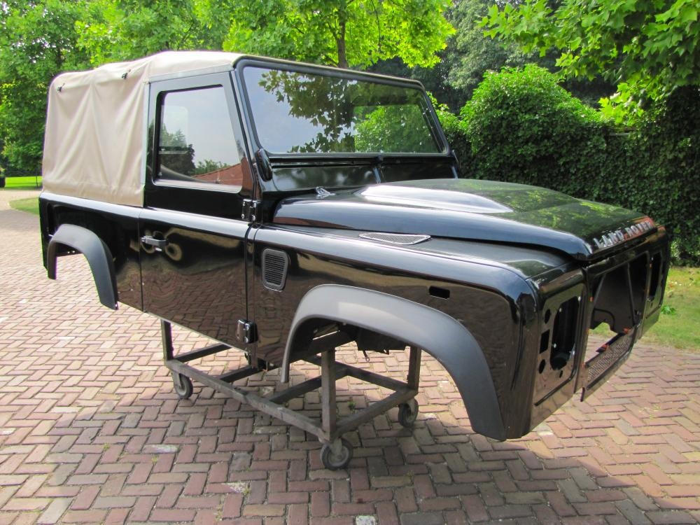 Click image for larger version  Name:Landrover Defender 90 Soft Top Body right front.jpg Views:5226 Size:143.7 KB ID:71082