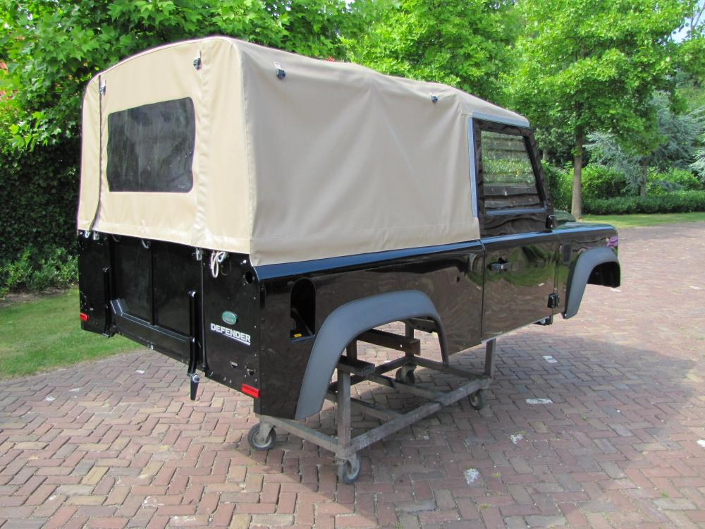 Click image for larger version  Name:Landrover Defender 90 Soft Top Body right rear.jpg Views:3154 Size:124.9 KB ID:71084