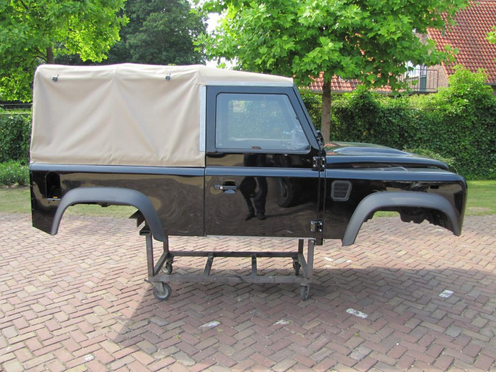 Click image for larger version  Name:Landrover Defender 90 Soft Top Body right side.jpg Views:2392 Size:141.1 KB ID:71083