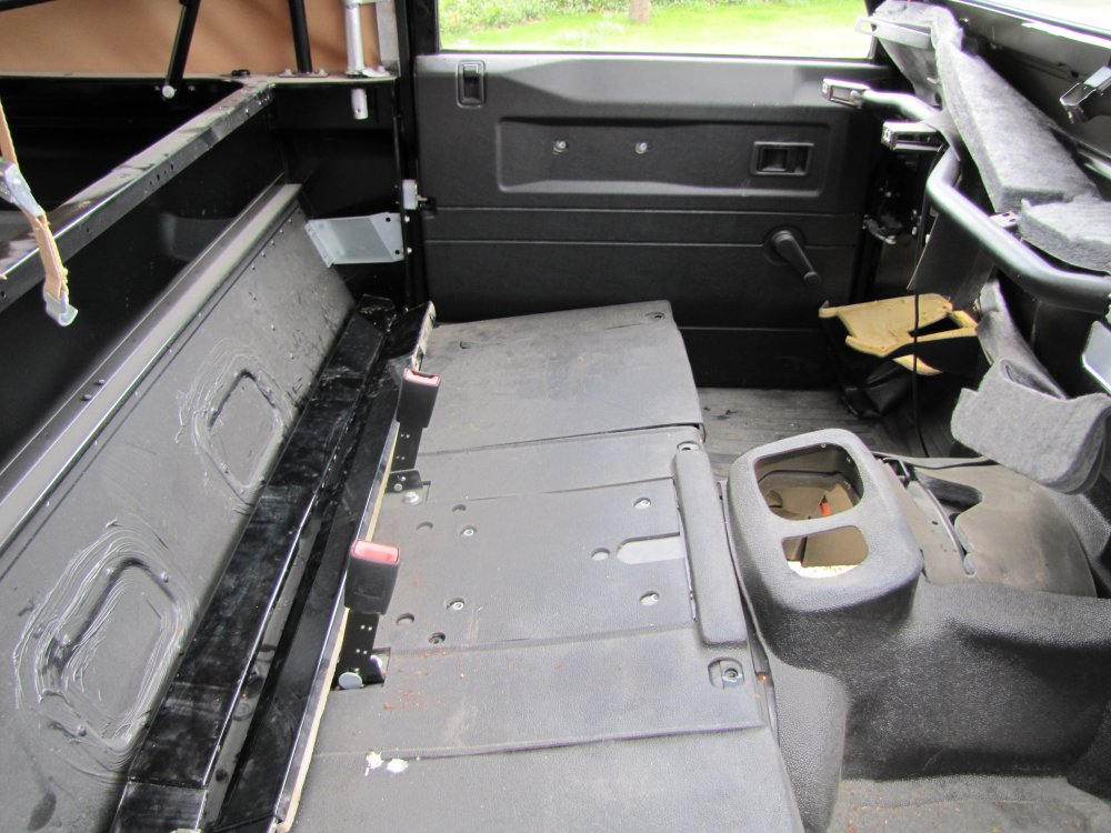 Click image for larger version  Name:Landrover Defender 90 Soft Top Body seatbase  rubbermats.jpg Views:836 Size:133.5 KB ID:71086