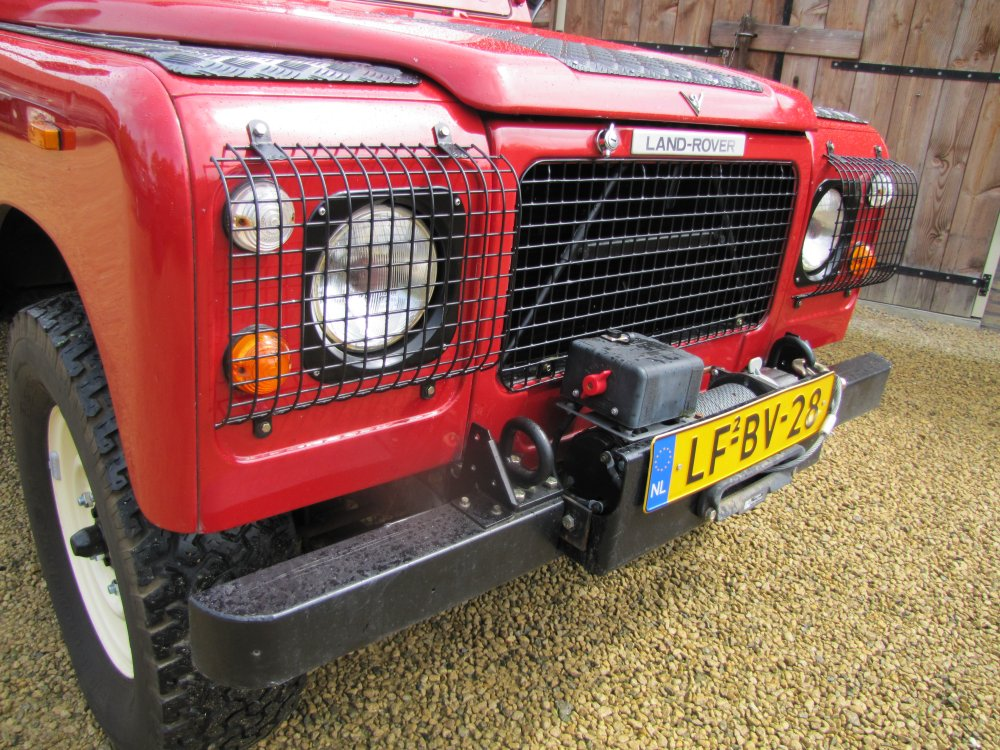 Click image for larger version  Name:Landrover Stage 1 V8 A grill close winch.jpg Views:867 Size:214.7 KB ID:73082