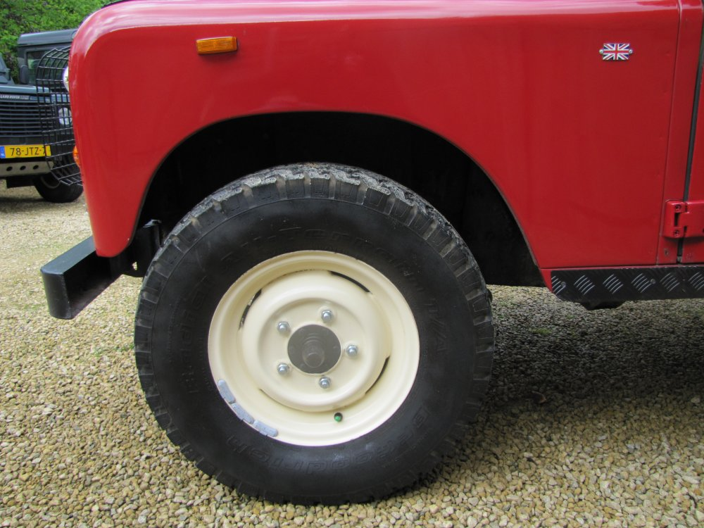 Click image for larger version  Name:Landrover Stage 1 V8 A powdercoated wheels.jpg Views:130 Size:138.8 KB ID:73077