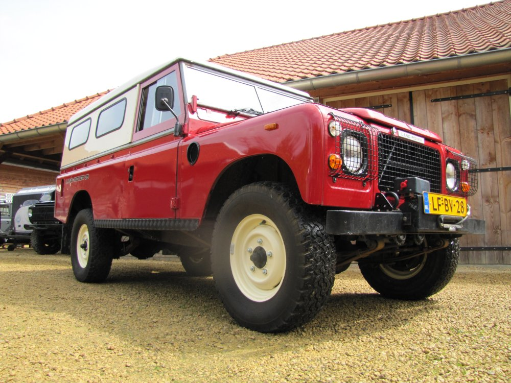 Click image for larger version  Name:Landrover Stage 1 V8 A right front low.jpg Views:123 Size:175.4 KB ID:73069