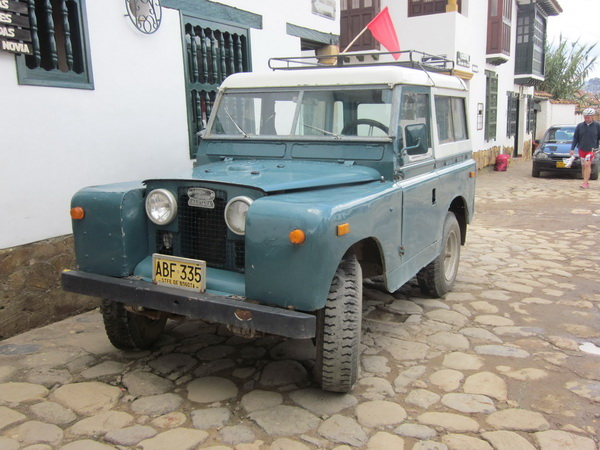 Click image for larger version  Name:LandRoversColombia001.jpg Views:54 Size:121.4 KB ID:43456