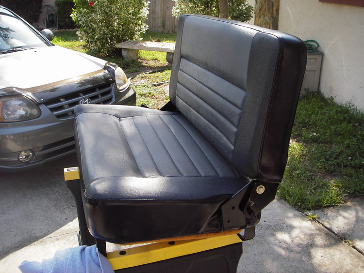 Click image for larger version  Name:LR D90 Bench Seat 1.jpg Views:156 Size:145.0 KB ID:13779