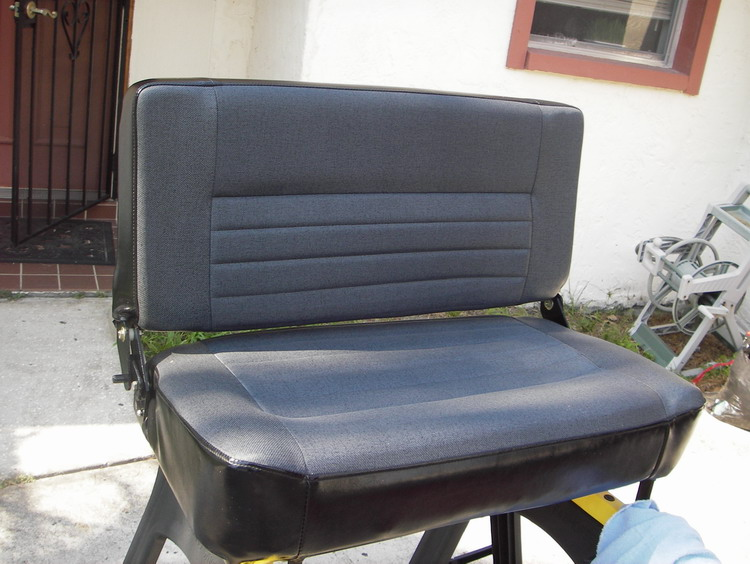 Click image for larger version  Name:LR D90 Bench Seat 3.jpg Views:145 Size:116.2 KB ID:13780