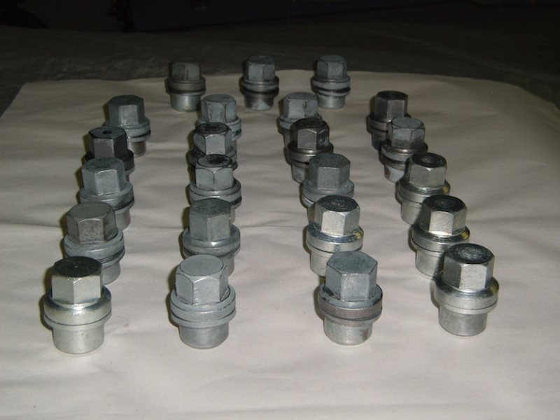 Click image for larger version  Name:Lug_Nuts_2.JPG Views:115 Size:94.9 KB ID:32769
