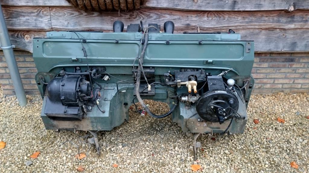 Click image for larger version  Name:Parts Landrover Defender Puma Dash 2 bulkhead green front.jpg Views:199 Size:129.1 KB ID:137622