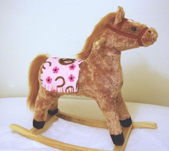 Click image for larger version  Name:pink saddle blanket on horse.jpg Views:61 Size:52.3 KB ID:25663