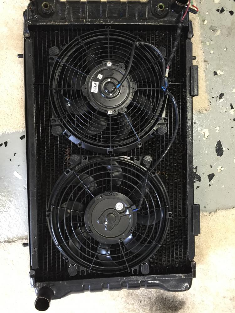 Click image for larger version  Name:Radiator setup with mismatched fans and one mounted in wrong direction.jpg Views:163 Size:128.7 KB ID:125001