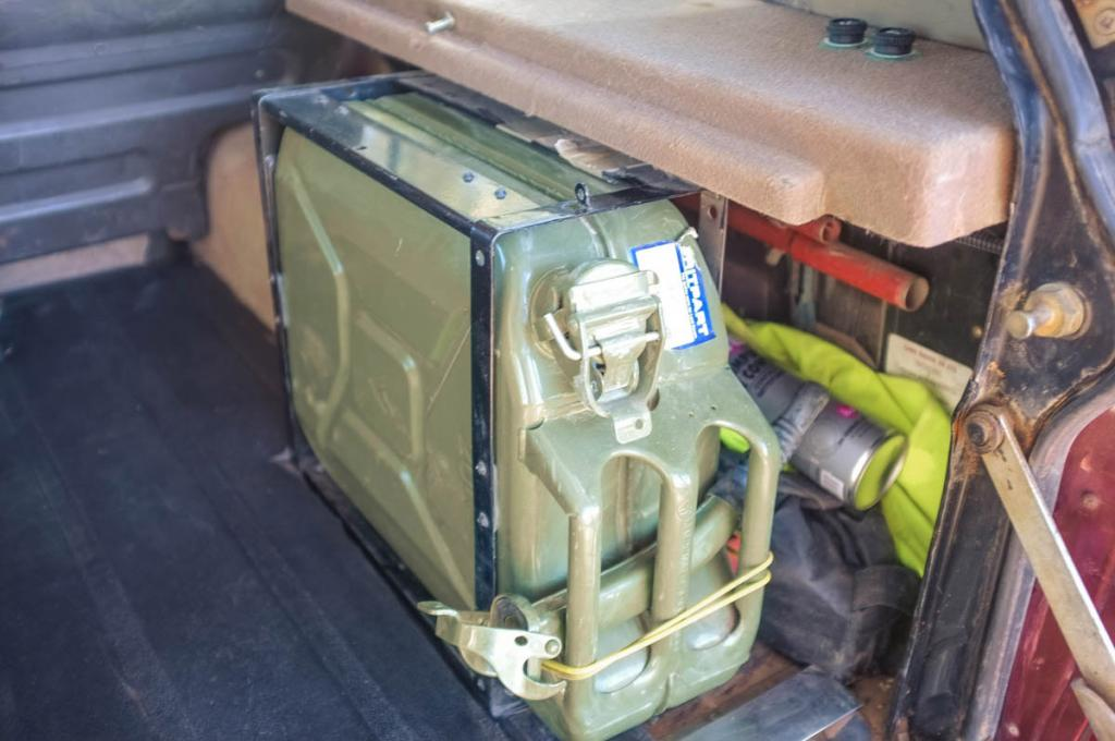 Click image for larger version  Name:rear_hatch_5.jpg Views:96 Size:78.3 KB ID:151192