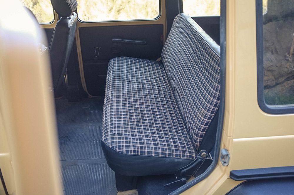 Click image for larger version  Name:rear_seat_1.jpg Views:294 Size:204.2 KB ID:120334