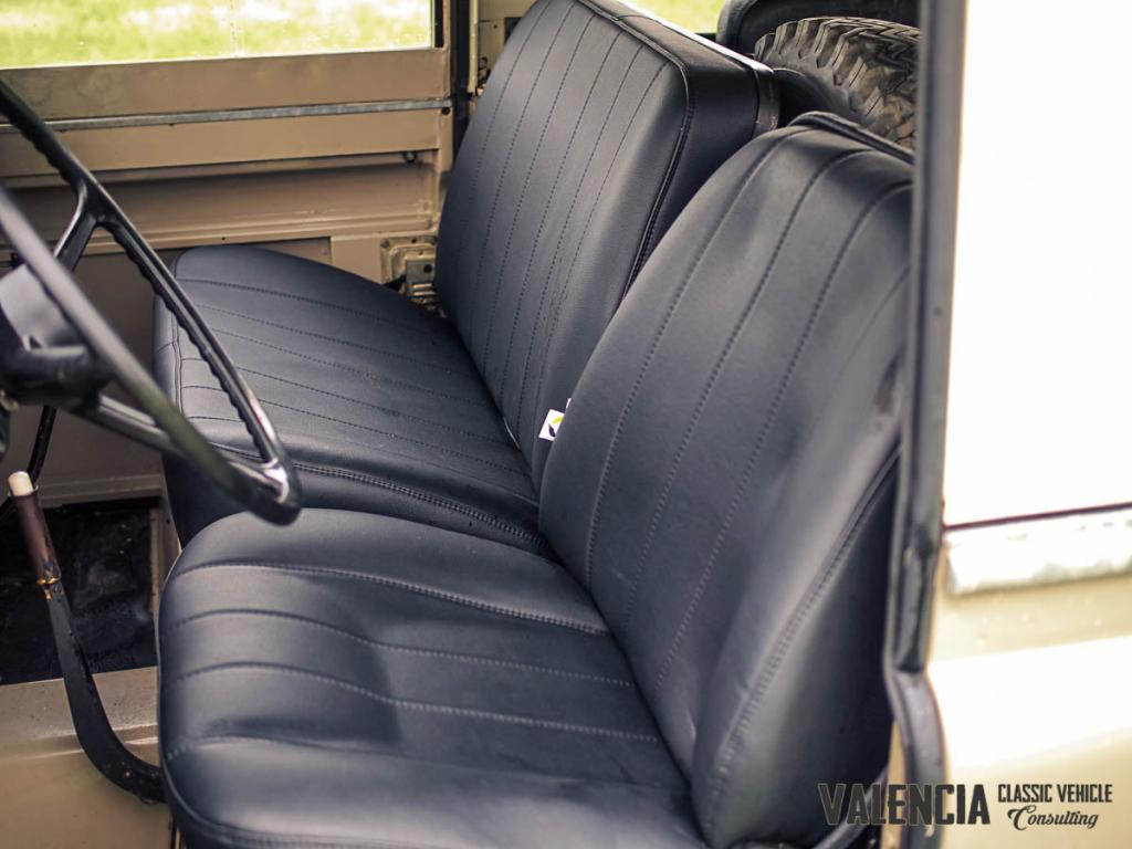 Click image for larger version  Name:seats_front_1.jpg Views:64 Size:76.1 KB ID:151159
