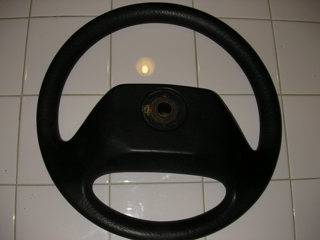 Click image for larger version  Name:steering wheel 003.jpg Views:56 Size:218.7 KB ID:45826