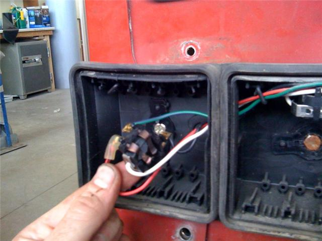 Click image for larger version  Name:tail light socket.jpg Views:111 Size:40.4 KB ID:18448