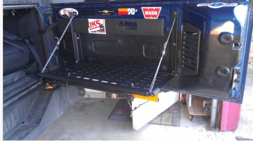 Click image for larger version  Name:tailgate2.jpg Views:141 Size:116.8 KB ID:97587