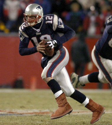 Click image for larger version  Name:tom Brady Uggs 2.jpg Views:81 Size:43.6 KB ID:47027