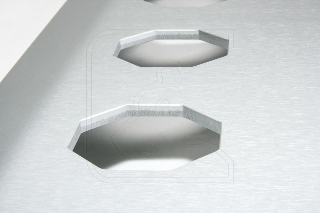 Click image for larger version  Name:UFS-D-ALC-EL-Unterfahrschutz-silber1-Detail-WZ.jpg Views:204 Size:51.0 KB ID:147650
