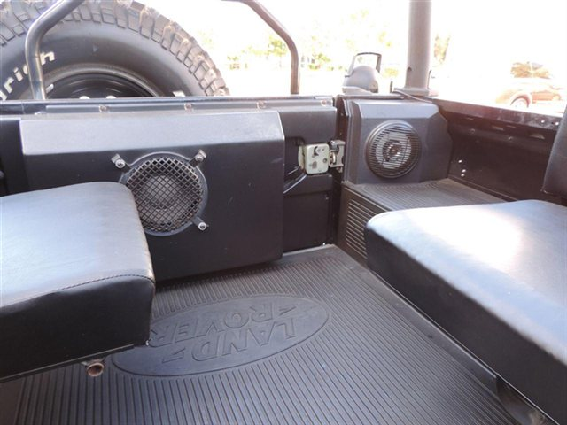 Click image for larger version  Name:used-1995-land_rover-defender_90-2drconvertible-8431-12457549-49-640.jpg Views:245 Size:52.3 KB ID:110407