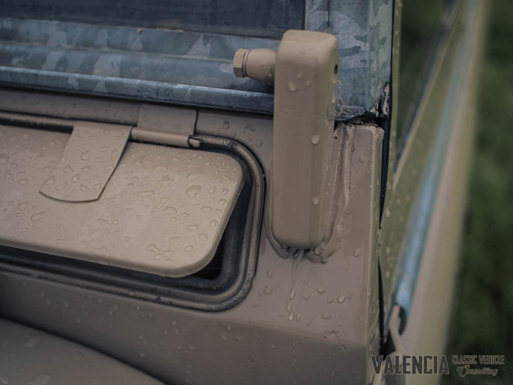 Click image for larger version  Name:windshield_detail_1.jpg Views:71 Size:58.6 KB ID:151153